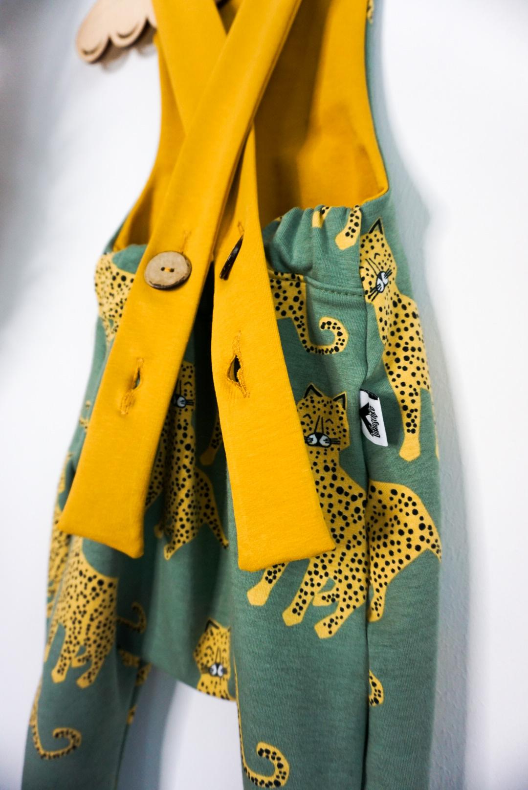 Leoparden Latzhose